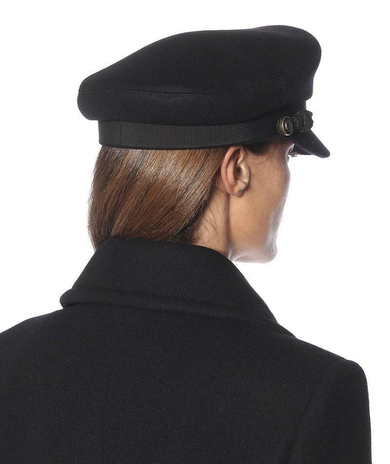 Кепка Saint Laurent из смесовой шерсти. Ни один зимний гардероб не обходится без классической шерстяной кепки газетчика от Saint Laurent.
