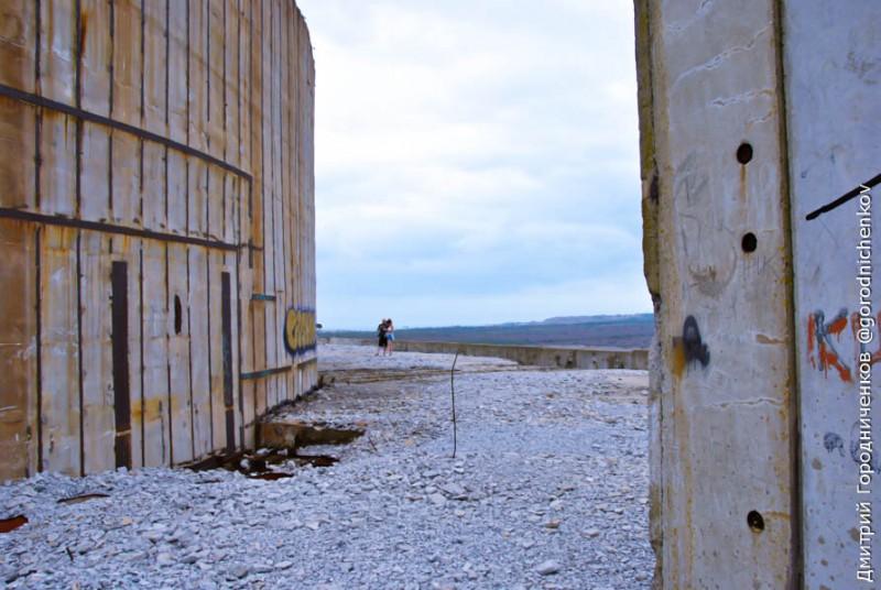 Щебенка на крыше Крымской АЭС