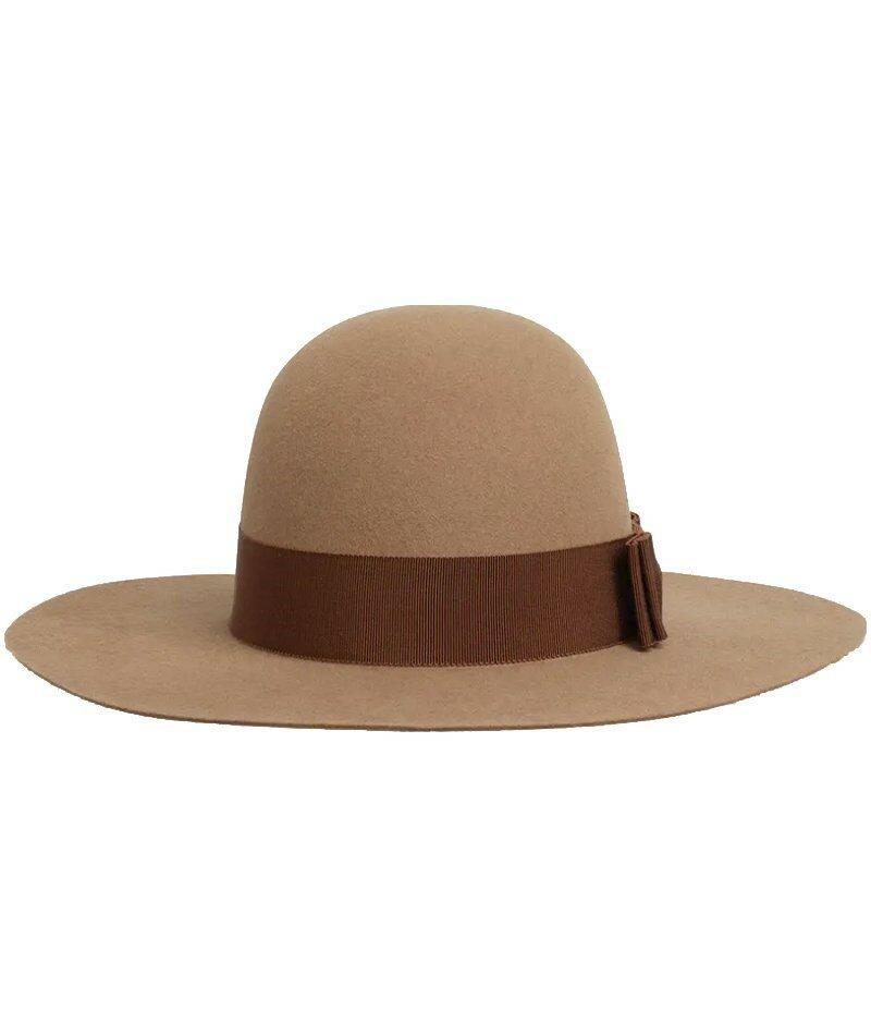 Фетровая шляпа Celine с широкими полями. Закругленная шляпа с широкими полями выглядит женственной и вневременной, особенно в верблюжьем оттенке, подходящем для любых вещей.
