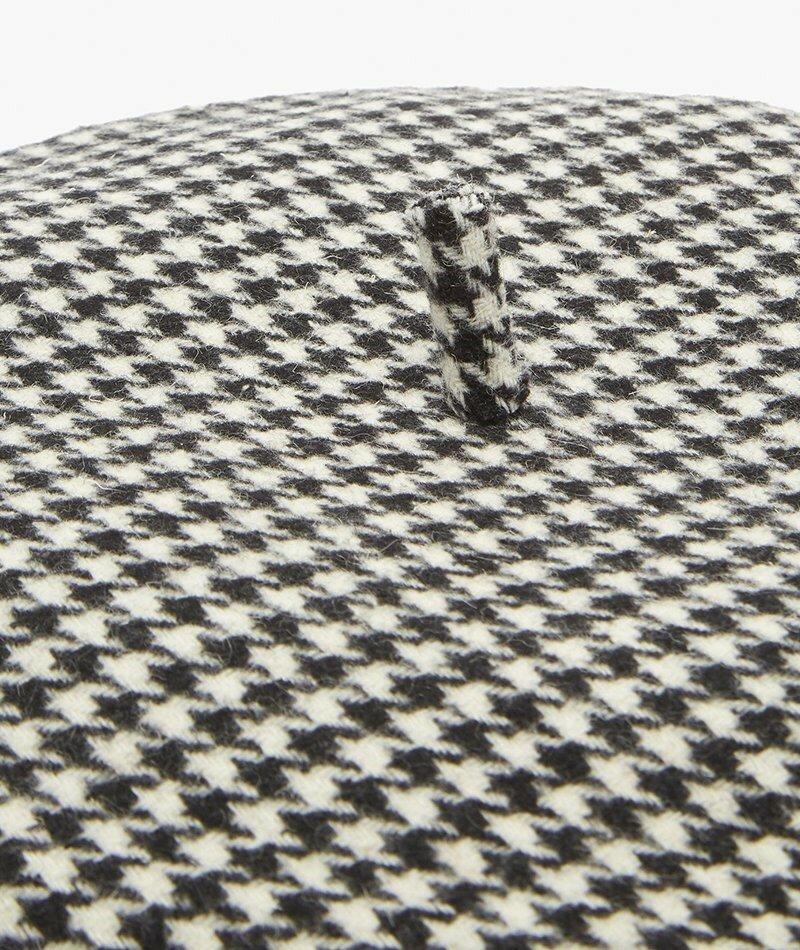 """Руслан Багинский. Берет из смесовой шерсти в """"гусиных лапках"""". Нам нравится графический эффект этого черно-белого берета в """"гусиных лапках"""", который представляет собой свежий взгляд на парижский стиль."""