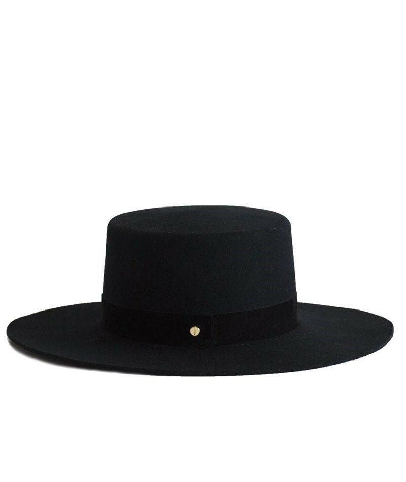 Janessa Leoné Gabrielle Hat. Классический, черный канотье привнесет индивидуальность в любой зимний образ, будь то расслабленный на выходных или изысканный для рабочей недели.