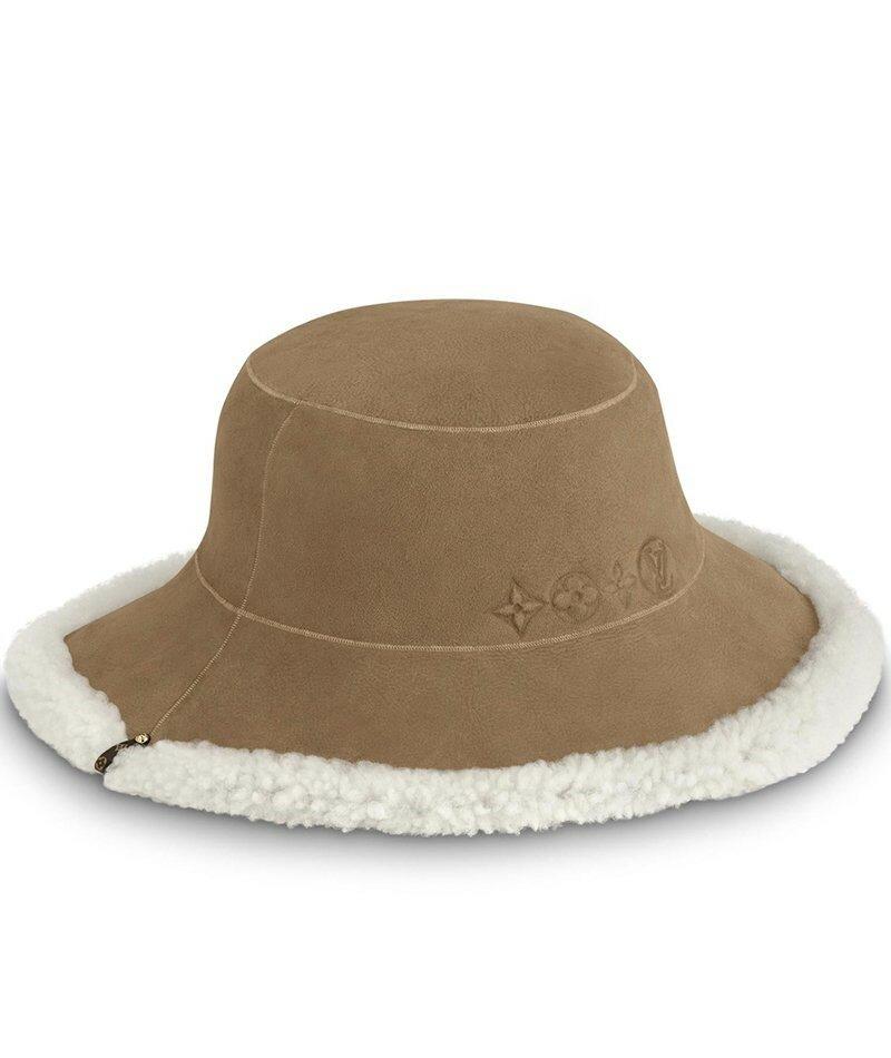 Шляпа Louis Vuitton из овчины. Эта модная шляпа Louis Vuitton сделана из высококачественной овчины: роскошный способ согреться в морозную зимнюю погоду.