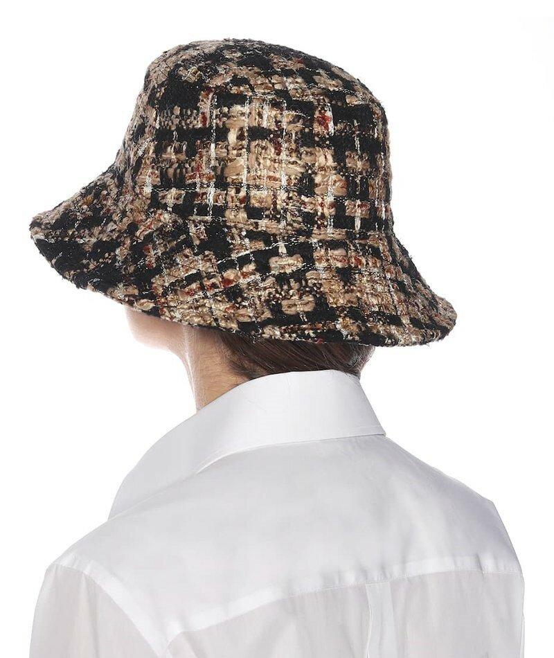 Твидовая шляпа-ведро Dolce & Gabbana. Твидовая шапка-ведро Dolce & Gabbana - это стильный способ добавить текстуры к однотонному образу.